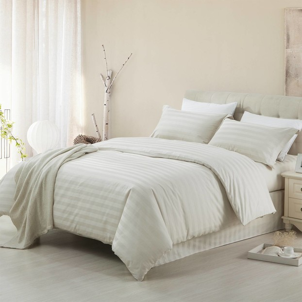 Comfortable Solid Color Simple Style Bedding Set